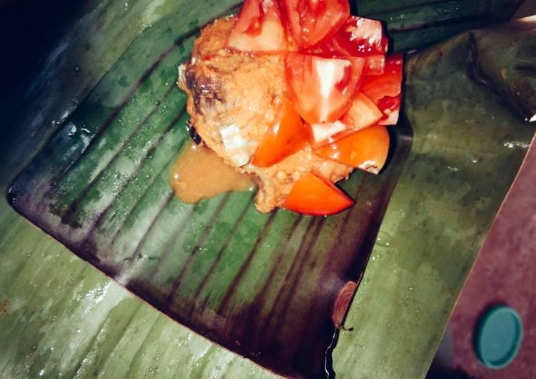 Cara mengolah Pepes tomat-tongkol enak