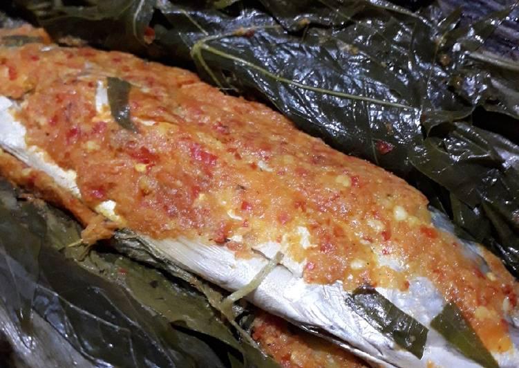 Resep: Pepes ikan kembung daun singkong ala resto