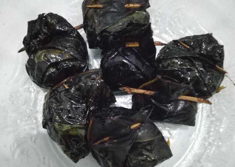 Cara Mudah memasak Sambal ikan peda bungkus daun bentis istimewa