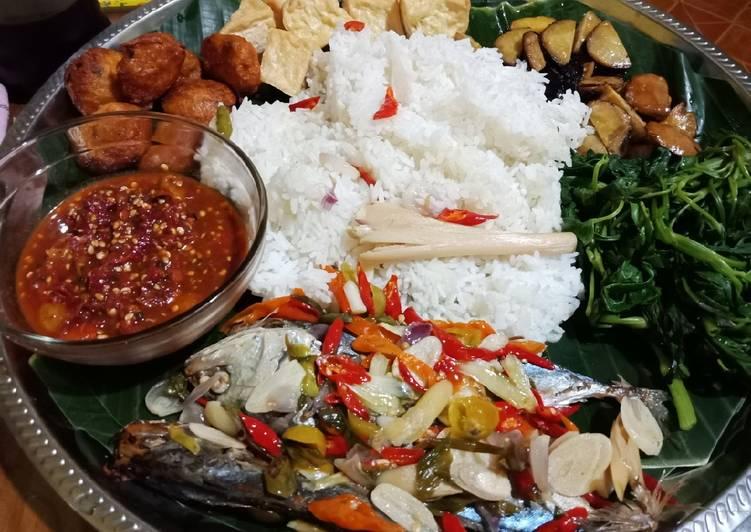 Cara memasak Nasi liwet (magic com). khas Sunda dan pepes ikan peda sedap