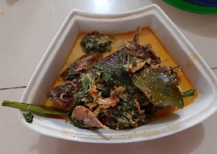 Cara Mudah memasak Gulai ikan salai baung daun ubi istimewa