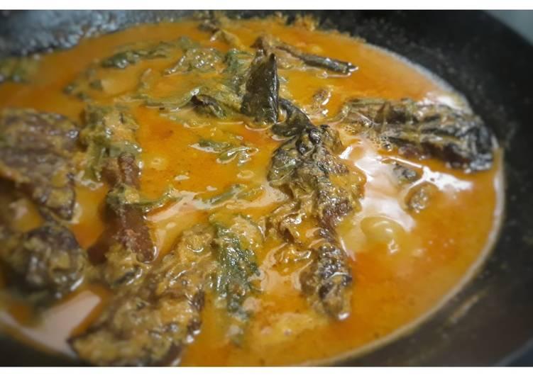 Gulai salai ikan patin dan daun ubi