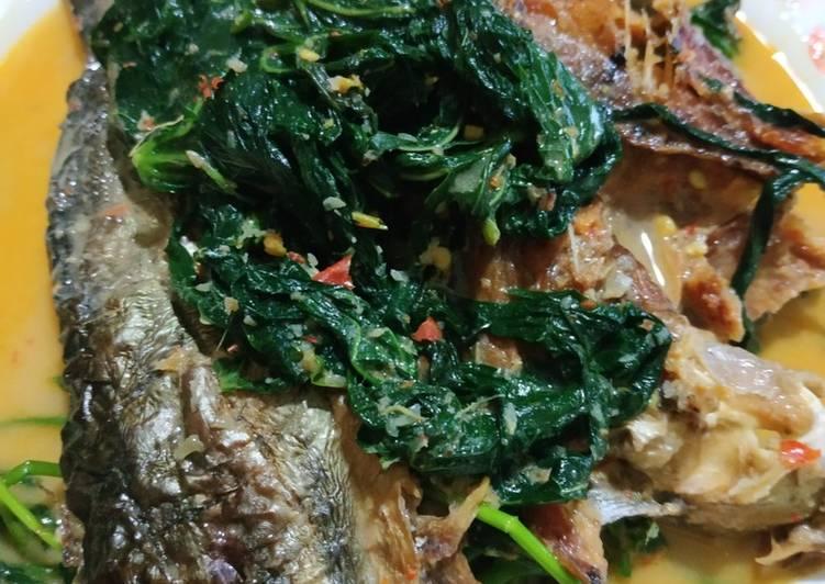 Gulai ikan salai pucuk ubi