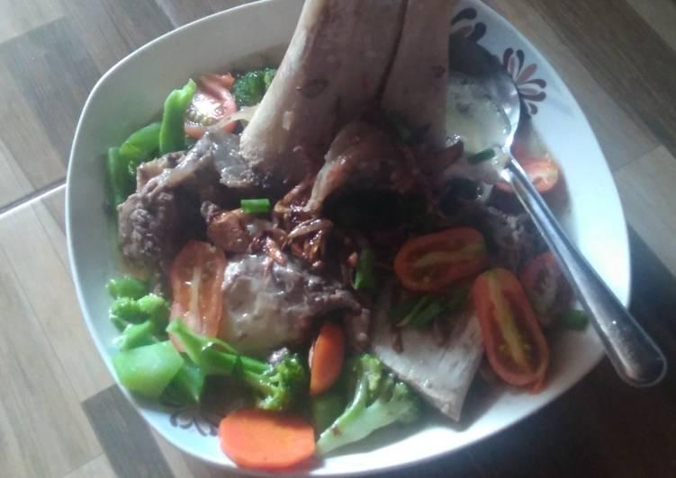 Resep membuat Sup sumsum sapi rumahan yang bikin ketagihan