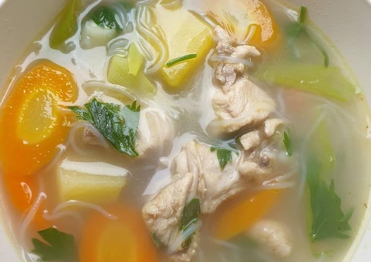 Resep mengolah Sup ayam laksa ala resto