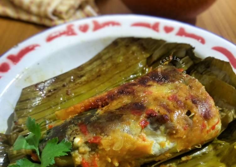 Cara memasak Brengkes (Pepes) Tempoyak Ikan Patin ala resto