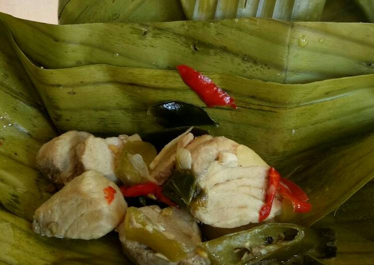 Resep membuat Pepes garang asam ikan putihan enak