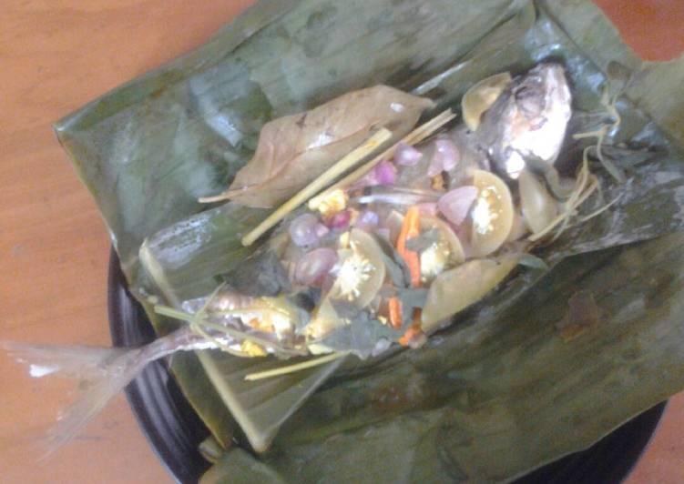 Pepes ikan asem segar