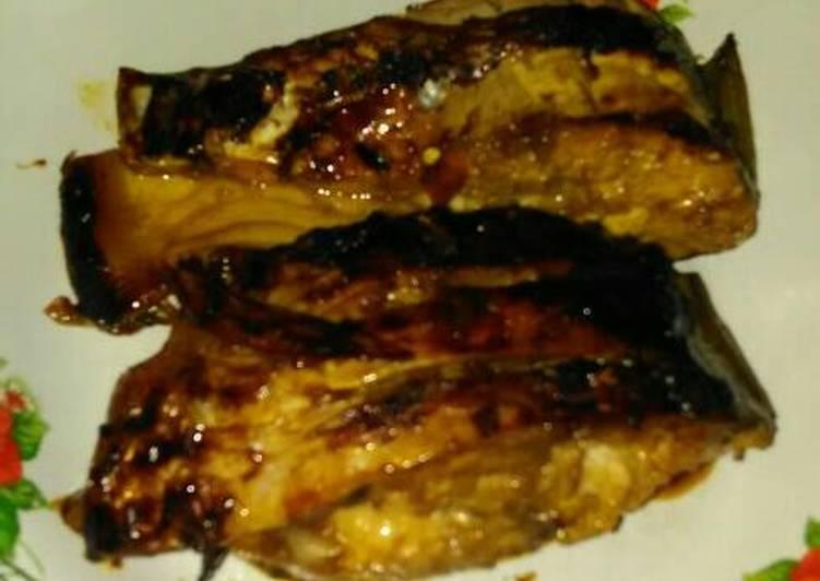 Cara memasak Ikan Mas Pedas Panggang Teflon yang bikin ketagihan