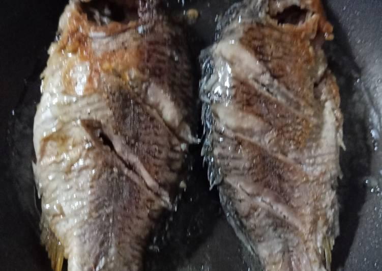 Cara Mudah membuat Ikan mas bakar teflon ala resto