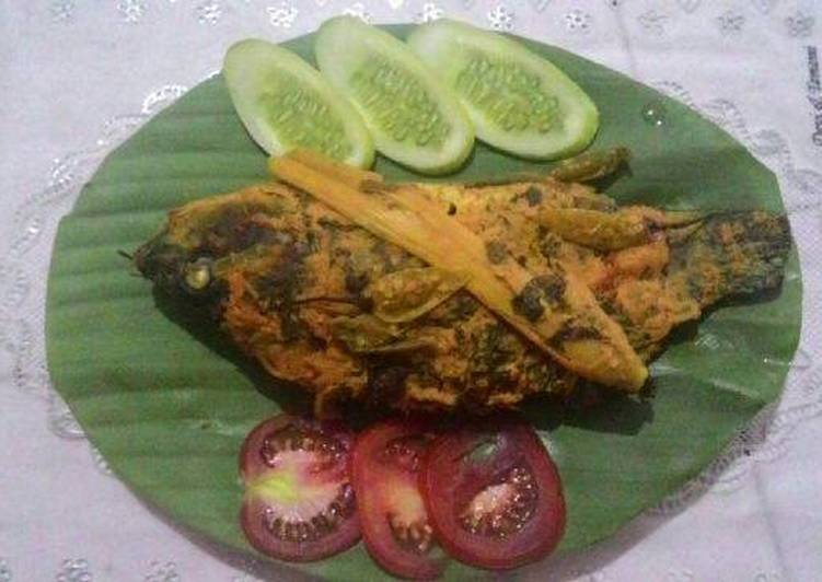 Cara memasak Pepes Ikan Mas yang bikin ketagihan