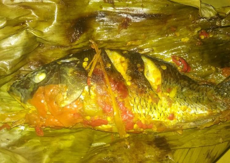 Resep: Pepes ikan mas pedes mercon yang menggugah selera