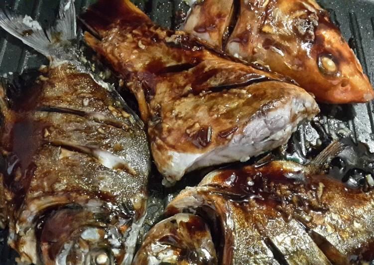 Resep membuat Ikan Bakar Teflon. Super gampang, minim bahan😁 istimewa