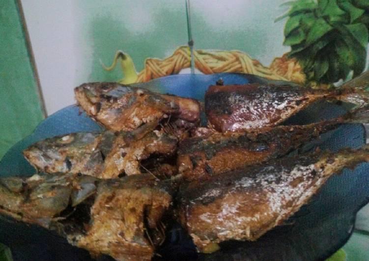 Cara Mudah membuat Ikan kembung goreng sedap