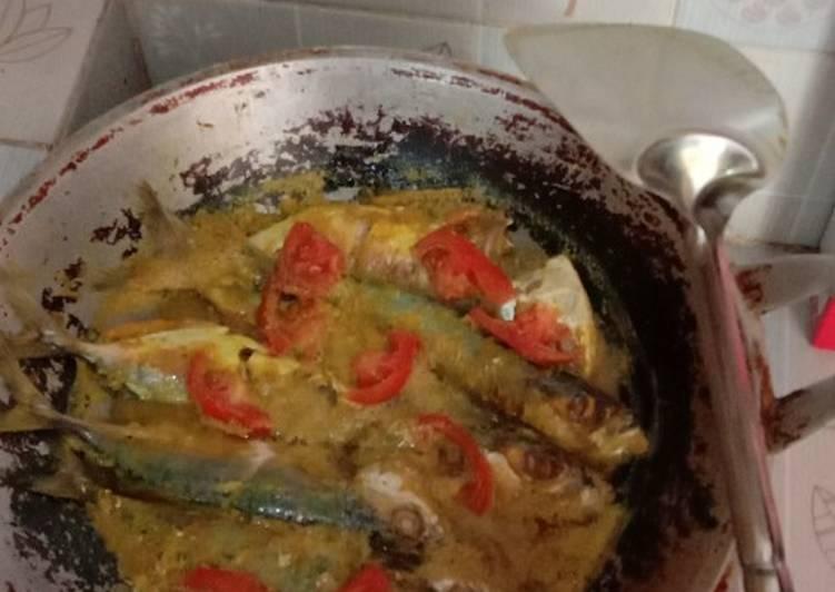 Ikan kembung bumbu madura