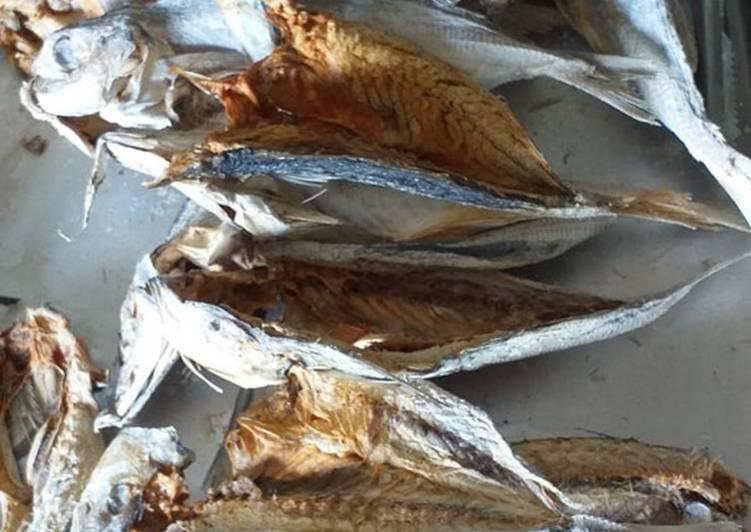 Resep memasak Cara pembuatan ikan asin kembung✌️ boleh dibelah boleh juga Utuhan😍 ala resto