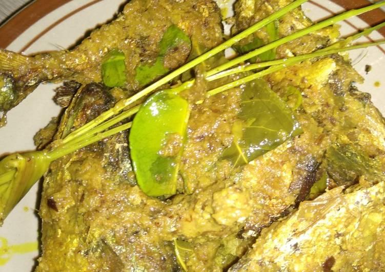 Cara Mudah memasak Ikan kembung bumbu kuning yang bikin ketagihan