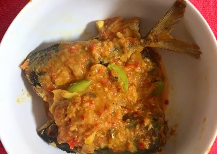 Cara Mudah memasak Ikan kembung bumbu kuning + pete sumatera sedap