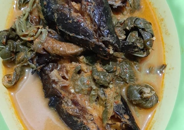 Resep: Gulai ikan salai pucuk ubi lezat