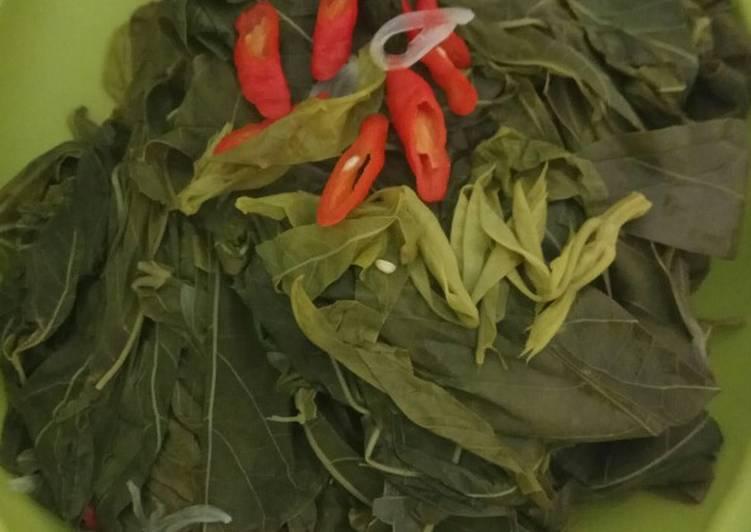 Sayur rebusan daun singkong/pucuk ubi rebus