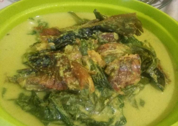 Resep: Gulai pucuk ubi dan ikan salai patin (ikan asap) lezat