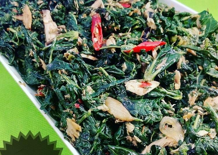 Resep membuat Tumis tongkol daun singkong yang menggugah selera
