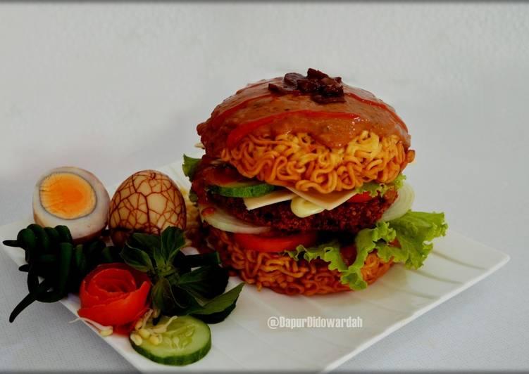 Burger Mie Instan Bumbu Pecel
