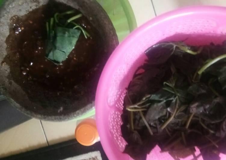 Resep memasak Sambel plecing daun ubi jalar yang menggugah selera