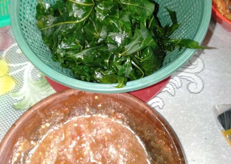 Resep membuat Sambel terasi lalap daun pepaya rebus😁