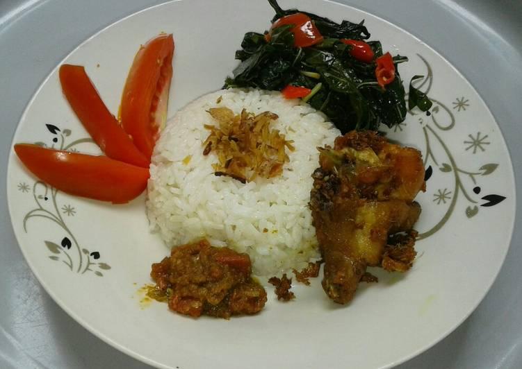 Cara membuat 3in1(Nasi liwet, ayam goreng, tumis daun singkong+sambel kemiri) enak
