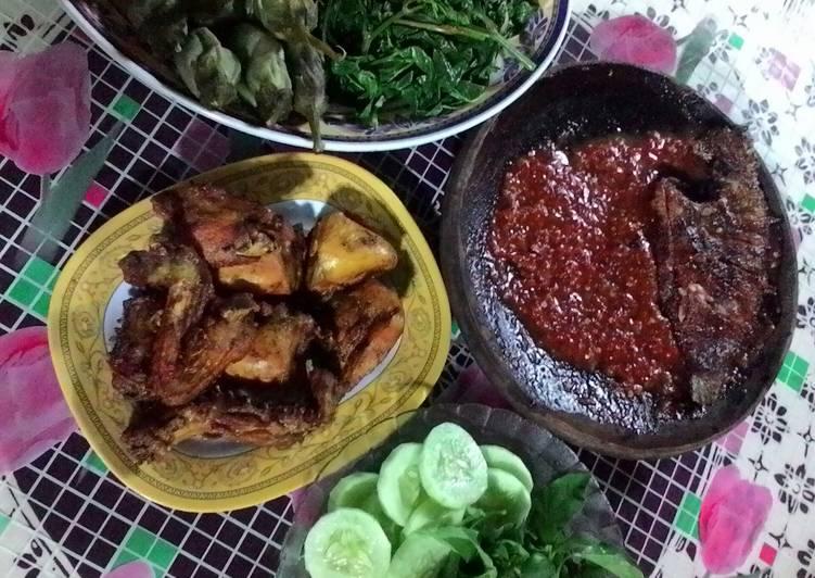 Resep: ayam goreng ungkep dan sambal terasi sedap