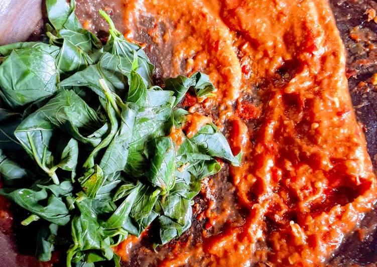 Resep mengolah Daung ubi sambel tomat yang bikin ketagihan