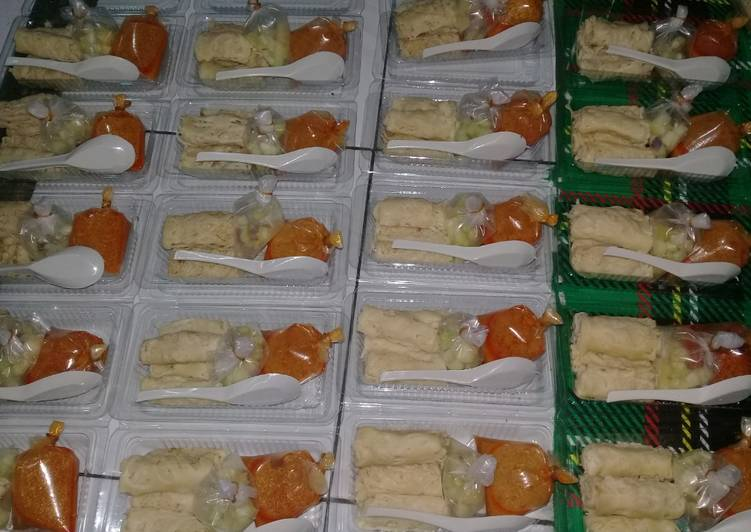 Roti Jala Kuah Kari Ayam