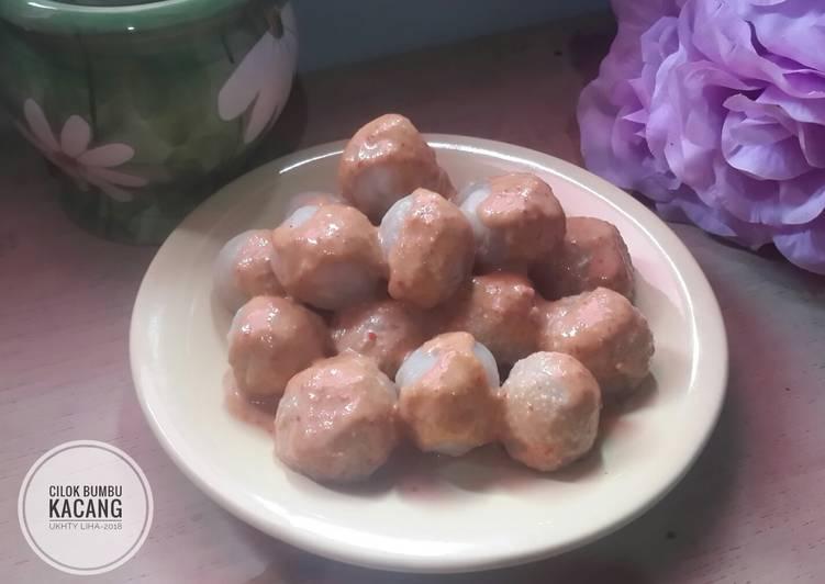 Cilok bumbu kacang (isi lemak daging sapi)