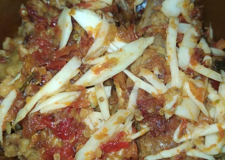 Resep membuat Ayam geprek sambal mangga muda yang bikin ketagihan