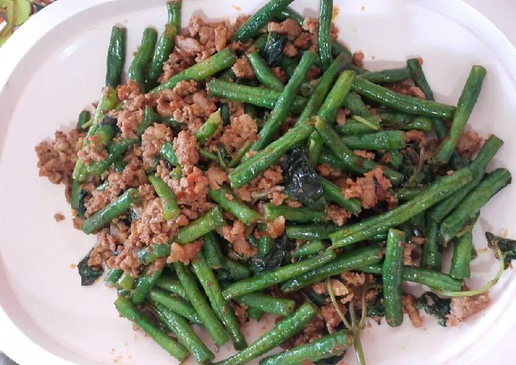 Cara membuat Kacang panjang sambel belacan dan kemangi yang menggugah selera