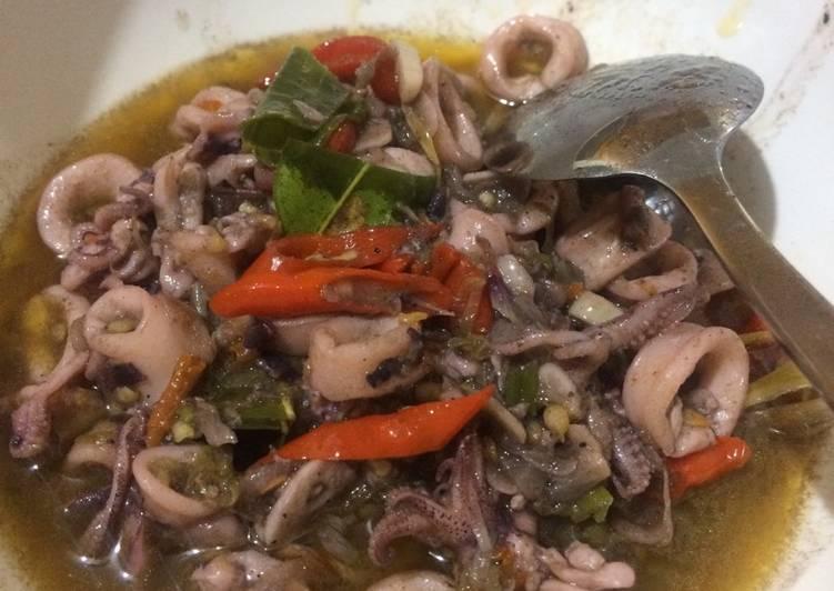 Cara membuat Sotong/suntung/cumi pedas hitam (ala manado) lezat