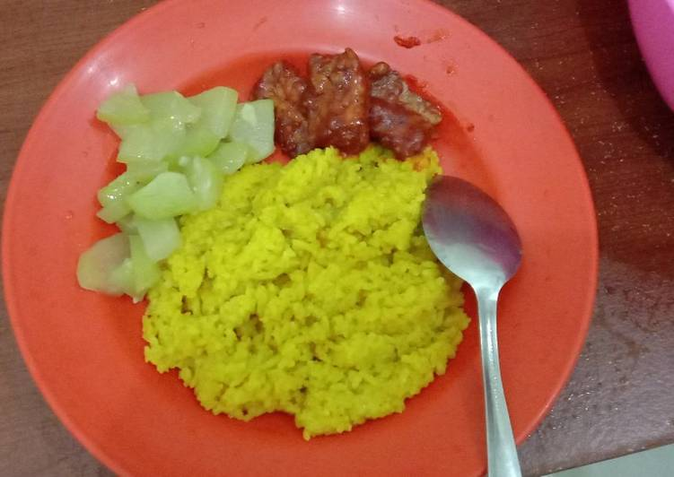 Resep: Nasi kuning rice cooker sedap