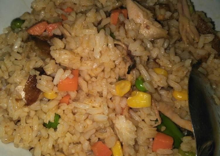Nasi goreng warna warni