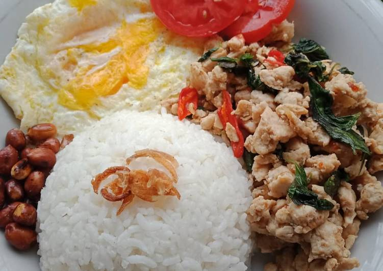 Cara Mudah membuat Nasi ayam kemangi thailand yang bikin ketagihan