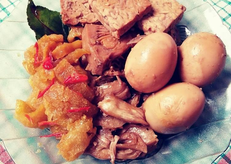 Resep: Gudeg Nangka ft. Telur & Tempe Bacem plus Sambal Krecek lezat