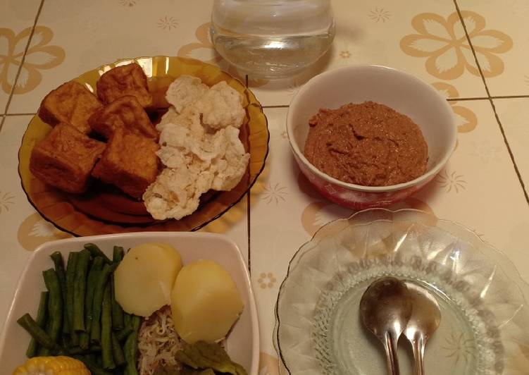 Cara Mudah memasak Gado-gado Bumbu Kacang Mete yang bikin ketagihan