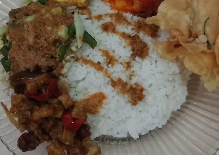Cara membuat Nasi Pecel instan yang menggugah selera