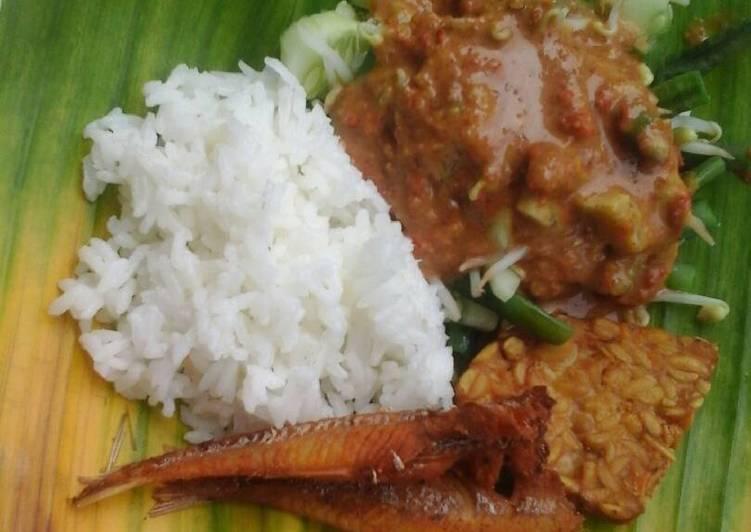 Cara mengolah Nasi Pecel istimewa