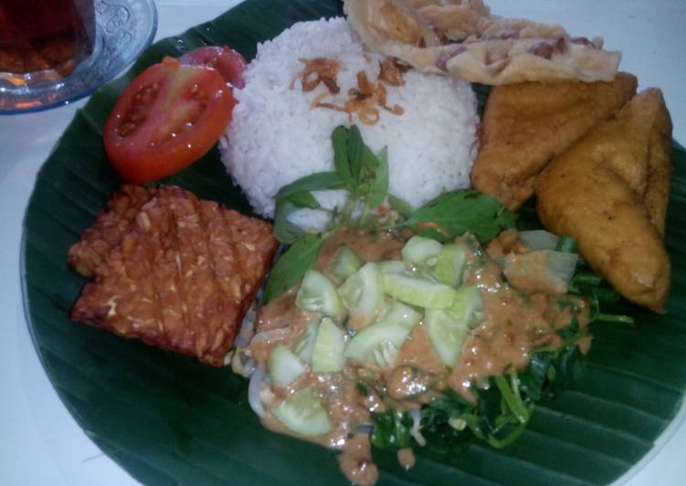 Cara Mudah memasak Nasi Pecel khas Malang ala resto