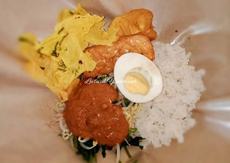 Cara membuat Nasi Pecel Khas Jawa Timur yang menggugah selera