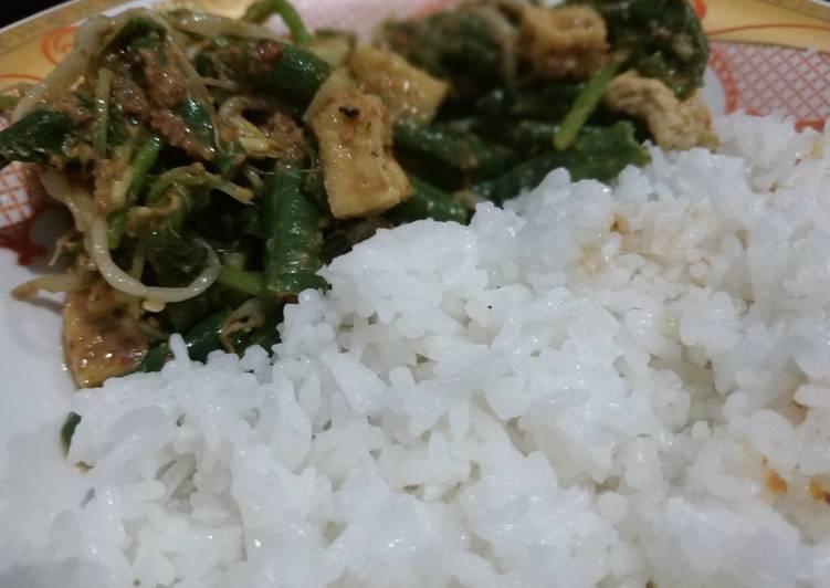 Cara mengolah Nasi pecel siram instan lezat