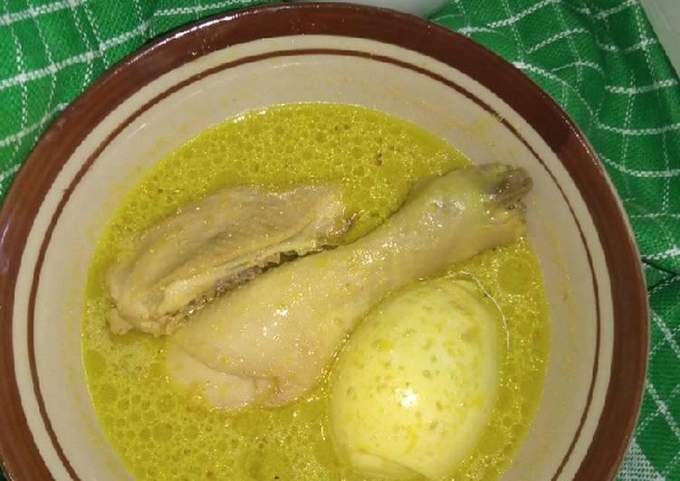 Resep membuat Opor ayam telur bumbu kuning lezat