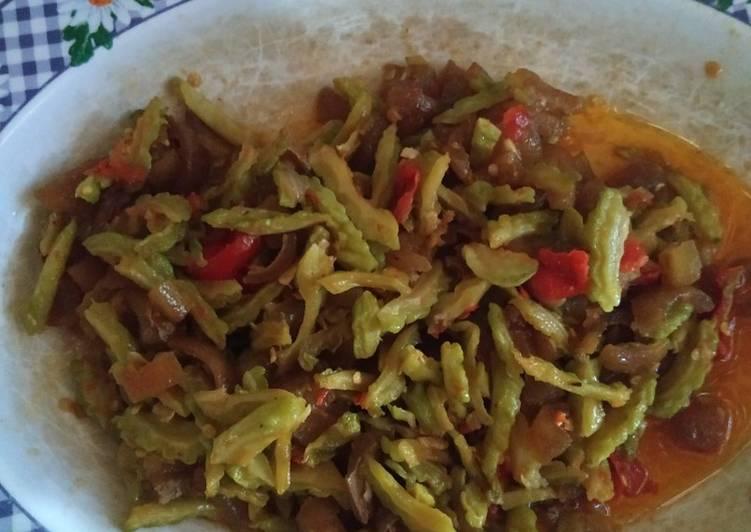 Resep memasak Sambal goreng pare dan kulit sapi yang menggugah selera