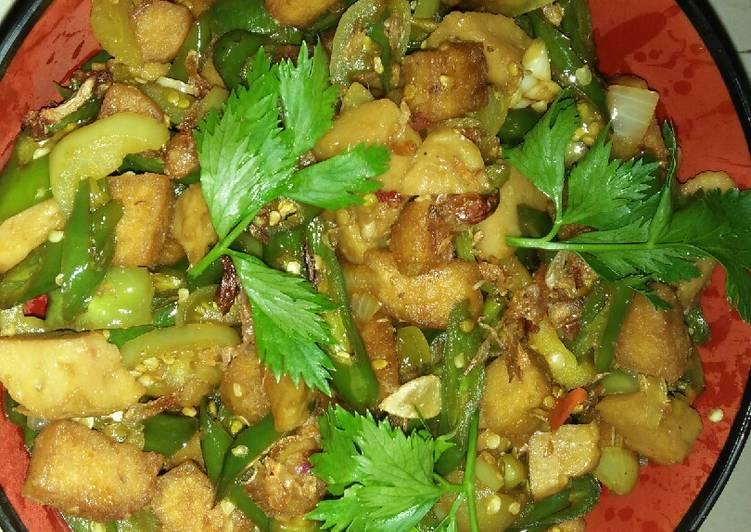 Cara Mudah memasak Tumis bakso tempe gembus lombok ijo😘😘 istimewa